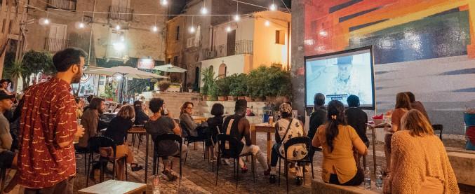 Migranti, ministero taglia i fondi del bando sull'integrazione culturale: a rischio il 'CineAmbulante'