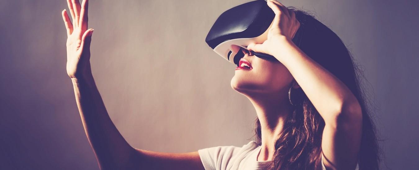 HTC presenta Vive Cosmos e Vive Pro Eye, i visori per la realtà aumentata con tracciamento degli occhi e sensori di movimento integrati