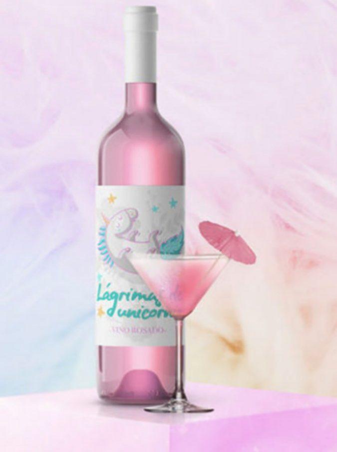 """Il vino di Unicorno, è rosa, glitterato ed è """"fatto con le lacrime dell'animale mitologico"""" (E no, non è Lercio)"""
