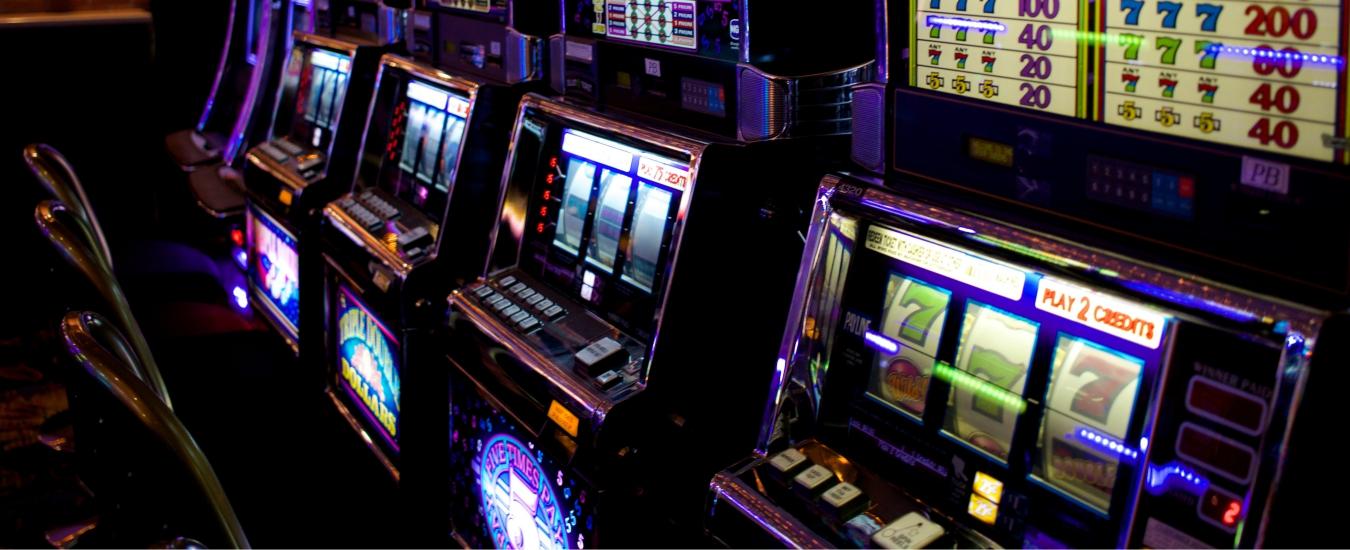 Manovra, il governo doveva sconfiggere il gioco d'azzardo. Così però fa cassa sui malati