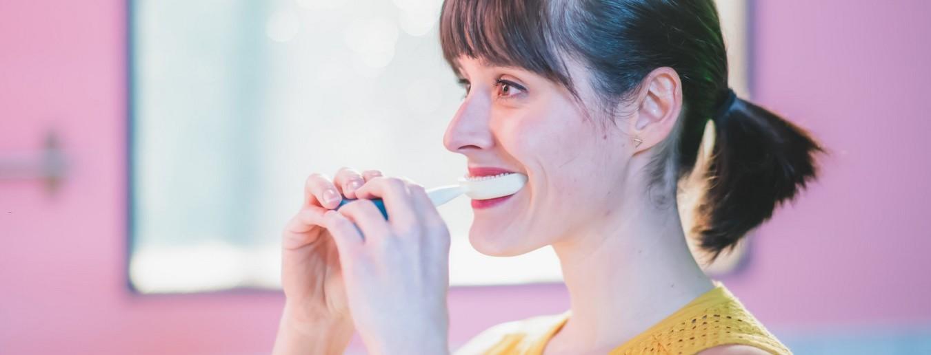 Y-Brush è lo spazzolino che arriva dalla Francia e promette di lavare i denti in 10 secondi