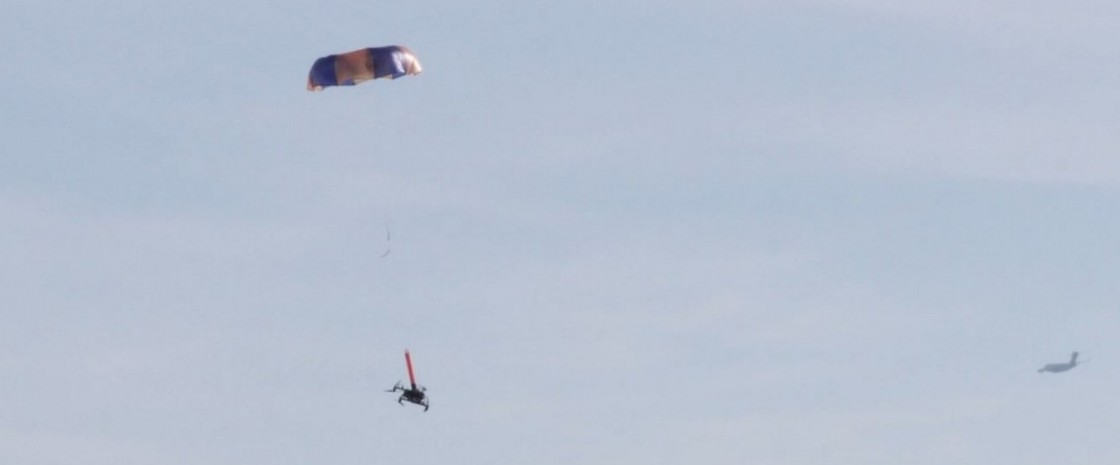 Paracadute balistico montato sui droni, una soluzione per evitare danni a cose e persone
