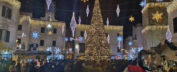 """Polignano a Mare, sparito l'organizzatore di """"Meraviglioso Natale"""". Gazzetta Mezzogiorno: """"Doveva soldi al Comune"""""""