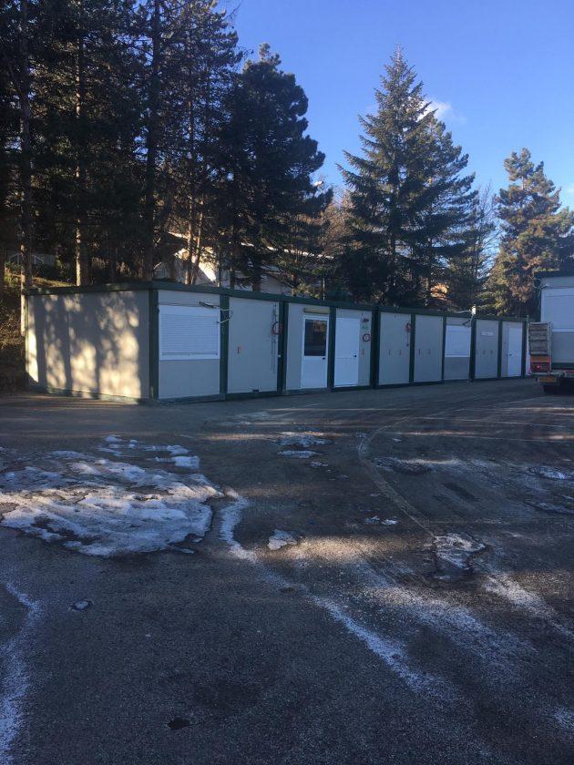 Modena, alunni di elementari e medie a lezione nei container per scuole ...