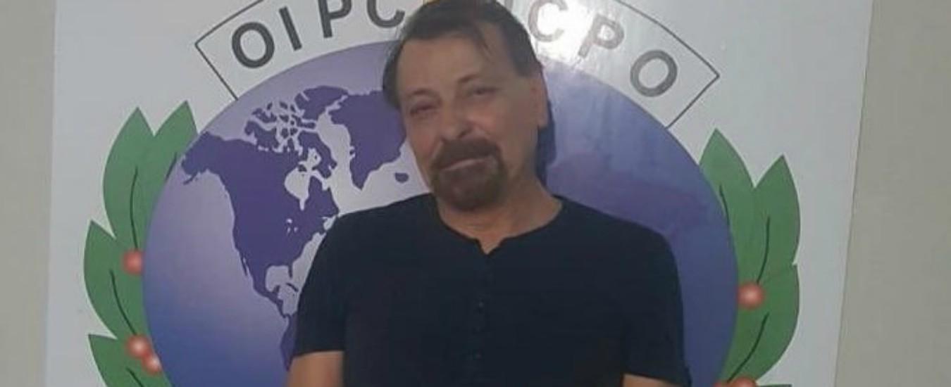 """Cesare Battisti arrestato in Bolivia, Salvini: """"La pacchia è finita"""". Il figlio di Bolsonaro: """"Piccolo regalo in arrivo"""""""