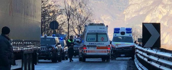 Valsugana, maxitamponamento tra 50 mezzi per il ghiaccio: 16 feriti. Croce Rossa allestisce tendopoli
