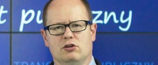 Polonia, è morto il sindaco di Danzica accoltellato sul palco. Il presidente Duda convoca i partiti per una marcia di pace