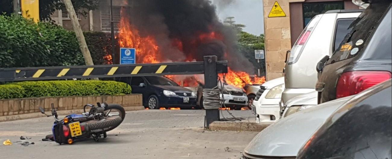 """Kenya, assalto all'hotel con spari ed esplosioni. """"Almeno 14 vittime"""""""
