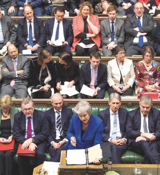 """May resiste: """"Continuerò a lavorare per lasciare l'Ue"""""""