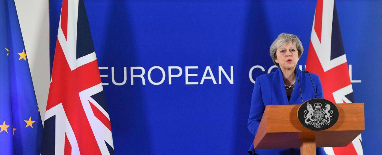 """Brexit, Theresa May e il piano B che ancora non c'è. L'Ue a muso duro: """"Accordo su ritiro non negoziabile"""""""
