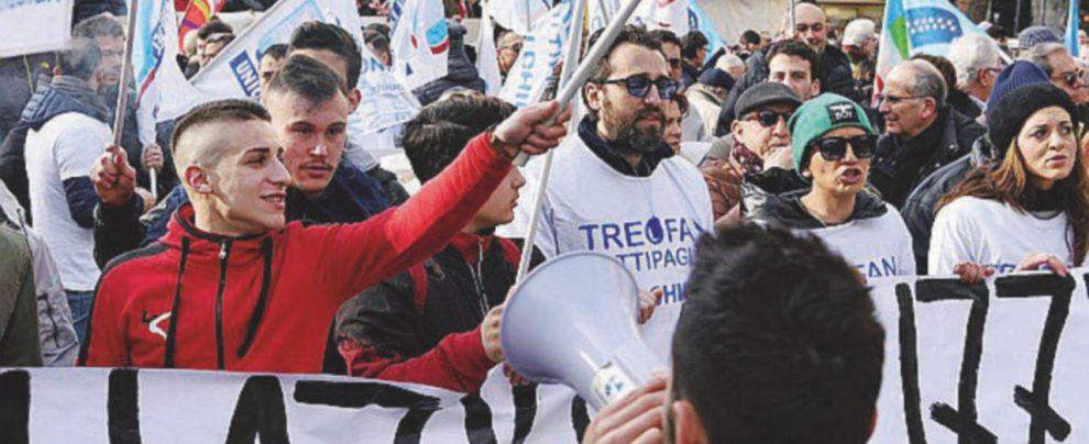 """A rischio gli operai """"traditi"""" da De Benedetti"""
