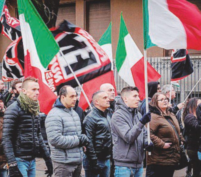 """Sabato nero sotto il Duomo, corteo di Forza Nuova e marcia """"anticomunista"""" di La Russa"""