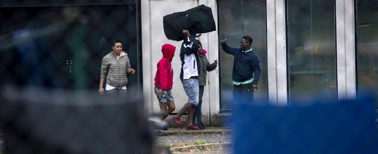 Castelnuovo di Porto, sit-in per il Cara: 'Migranti in strada'. Gara per ospitarli: tra loro il 'campione' della squadra del paese