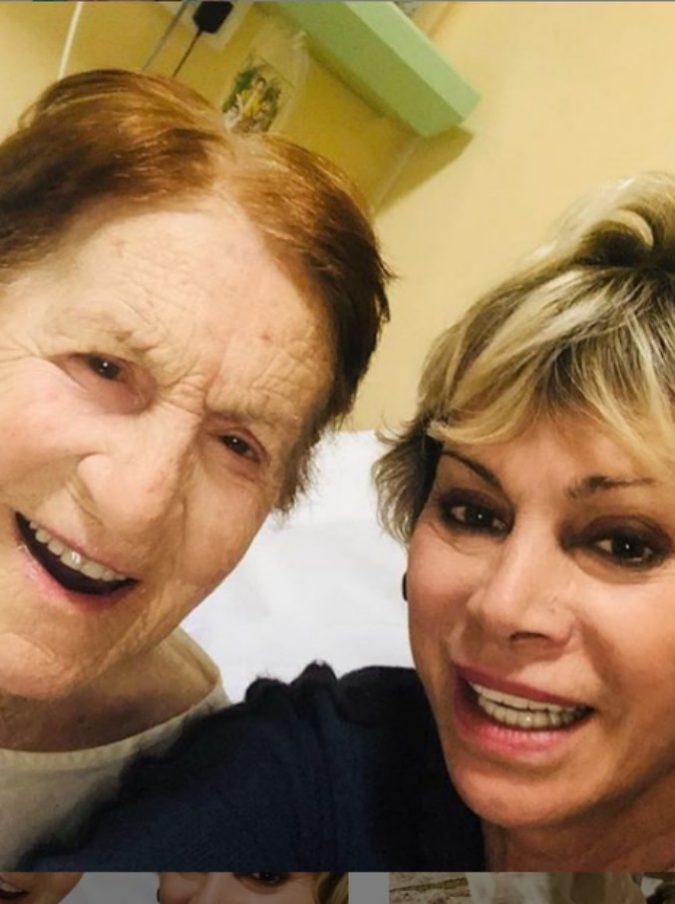 """Carmen Russo in lutto: è morta la madre Giuseppina. L'addio sui social: """"Ho il cuore a pezzi"""""""