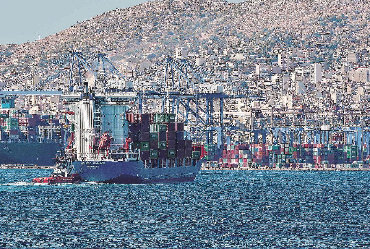 In Edicola sul Fatto Quotidiano del 23 Gennaio: Alla Lega non basta chiudere i porti: vuole pure privatizzarli