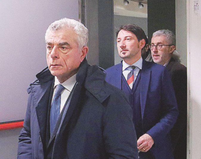 """Strage di Viareggio, Moretti in aula. I parenti dei 32 morti: """"Rinunci alla prescrizione"""""""