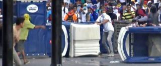 """Venezuela, scontri tra polizia e manifestanti anti-Maduro a Caracas. Ong: """"13 morti nelle proteste"""""""