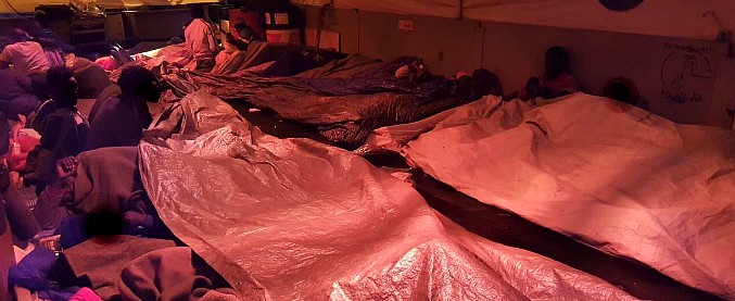 """Migranti, Sea Watch verso l'Italia con 47 a bordo. Di Maio: """"Vadano in Francia"""". Salvini: """"Porti chiusi"""". Manconi: """"Falso"""""""