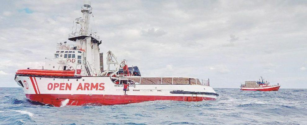 """Migranti, intervista all'ex agente della nave di Save The Children: """"Io, talpa pentita della Lega: non mi han dato un lavoro"""""""