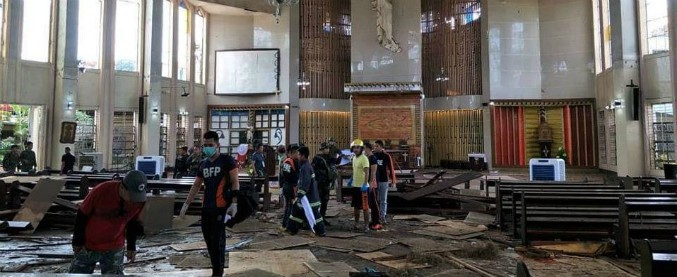 Filippine, attacco alla cattedrale di Jolo: due bombe esplodono durante la messa. Almeno 27 morti e 70 feriti