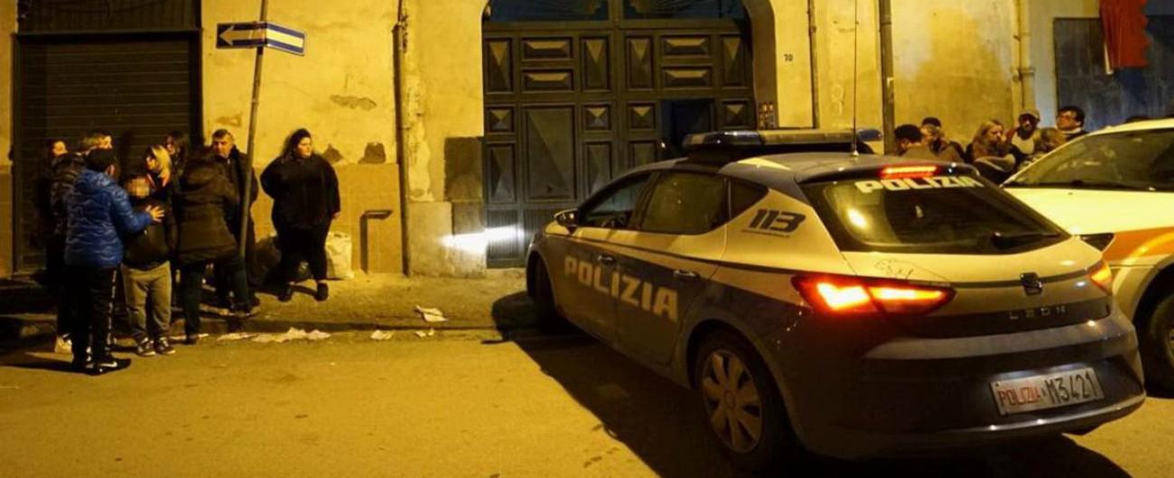 """Napoli, bambino di 7 anni trovato morto in casa. Ferita la sorella di 8. """"Colpi di scopa, fermato il compagno della madre"""""""