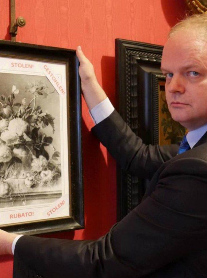 """Vaso di fiori, Berlino ammette: """"L'opera trafugata dai nazisti è degli Uffizi"""". Ma per ora non si parla di restituzione"""