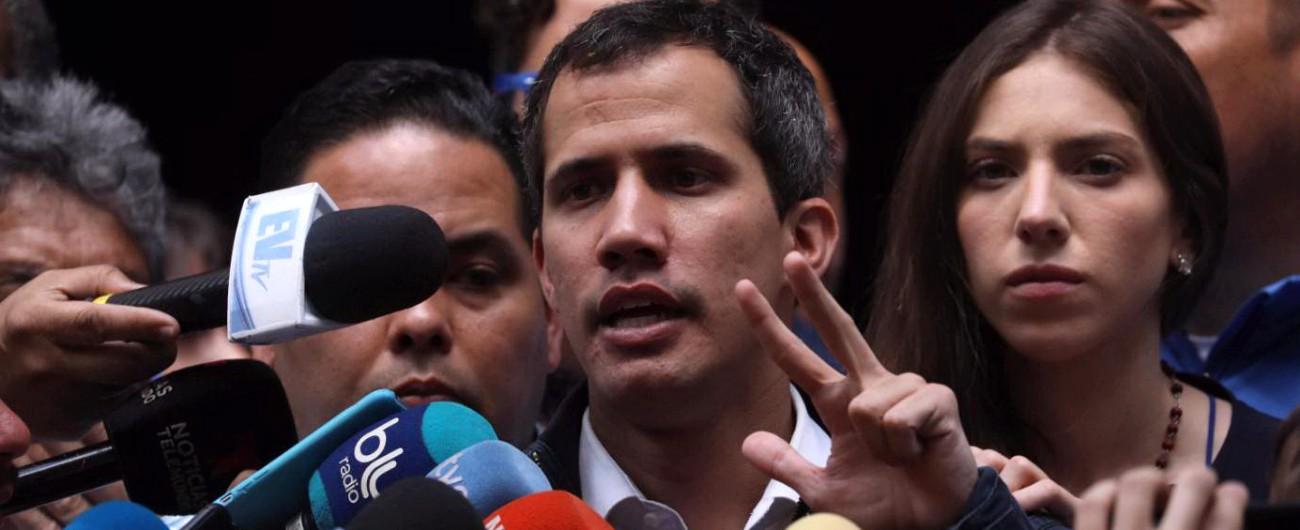 """Venezuela, Guaidò: """"Ho preso il controllo degli asset del Paese all'estero"""". Usa: """"Sanzioni sul greggio, bloccati 7 miliardi"""""""