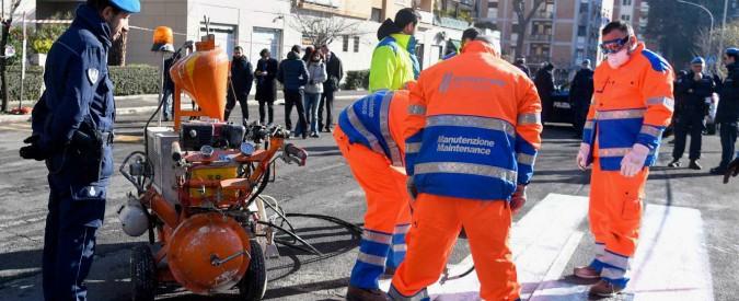 """Roma, 30 detenuti di Rebibbia a lavoro per la manutenzione delle strade. Raggi: """"Tutti i municipi hanno fatto richiesta"""""""