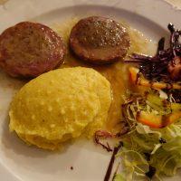Piatti tradizionali: salame all'aceto con polenta-Erto