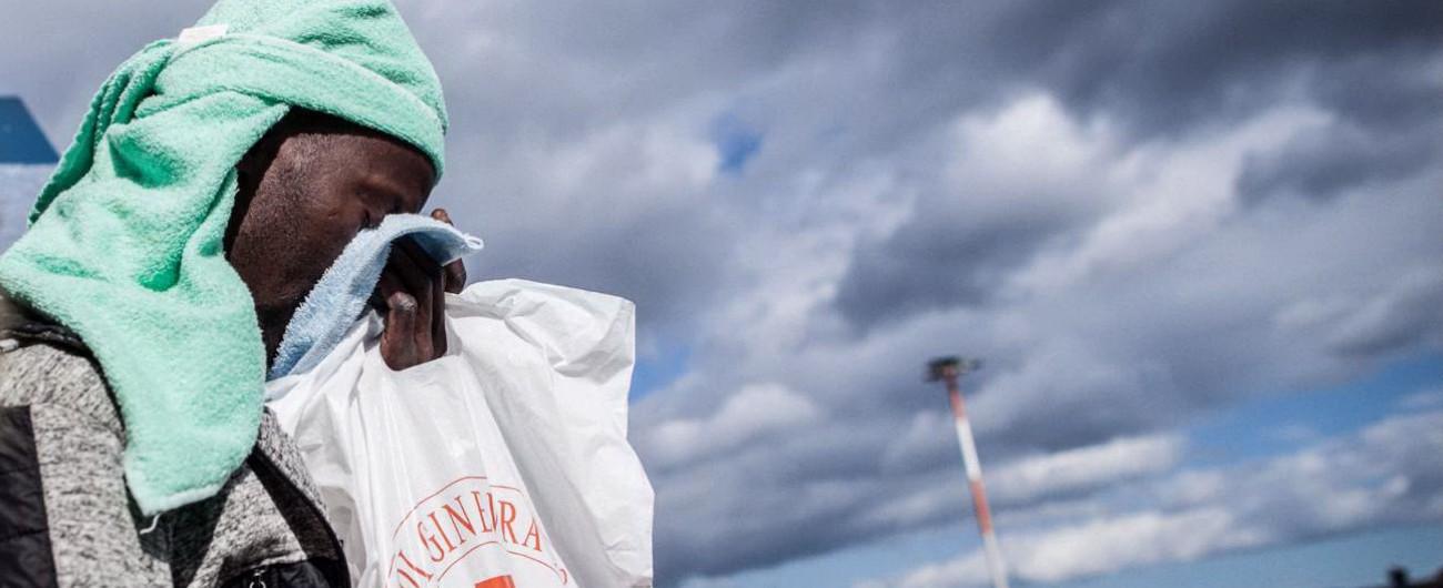 """Naufragio 18 gennaio, aperta l'inchiesta. Pm: """"Omissione atti d'ufficio dell'Italia"""". Tre ore di ritardi e 117 migranti affogati"""