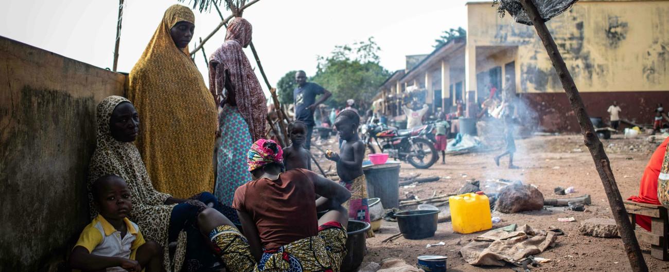 """Camerun, esodo invisibile verso la Nigeria 30mila profughi arrivati dall'Ambazonia. """"I cittadini li accolgono nelle loro case"""""""