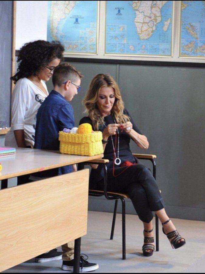 """Daniela Santanché, polemiche per la sua """"lezione"""" ai bambini: """"Chi paga comanda. I soldi sono l'unico strumento di libertà"""""""
