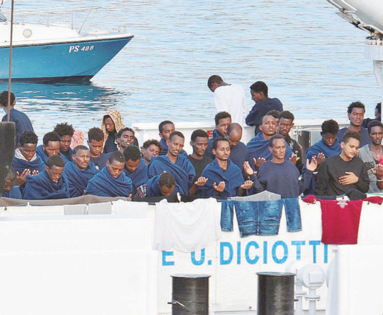"""Diciotti, il M5S ci (ri)pensa: """"Voto online su Salvini"""""""
