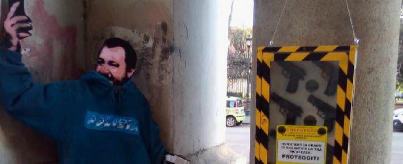 Roma, in piazza la sagoma di Salvini con pistole finte. Ma è la provocazione di uno street artist