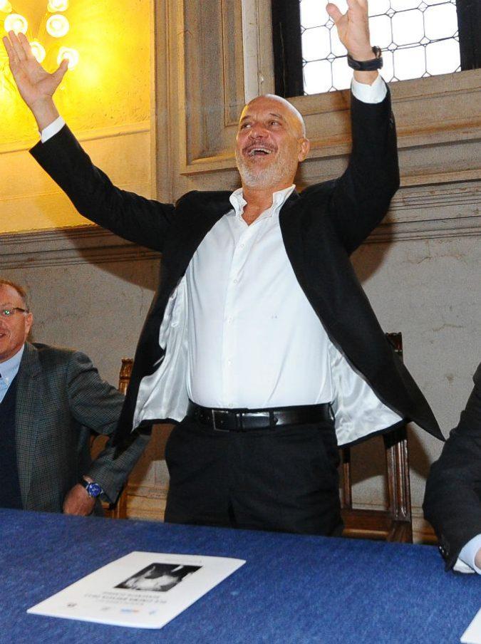 """Sanremo 2019, che cosa accade all'Ariston? Tra fatti e """"si dice che"""": avvistato l 'Uomo Gatto in sala stampa. Bisio? Sarebbe deluso e infastidito"""