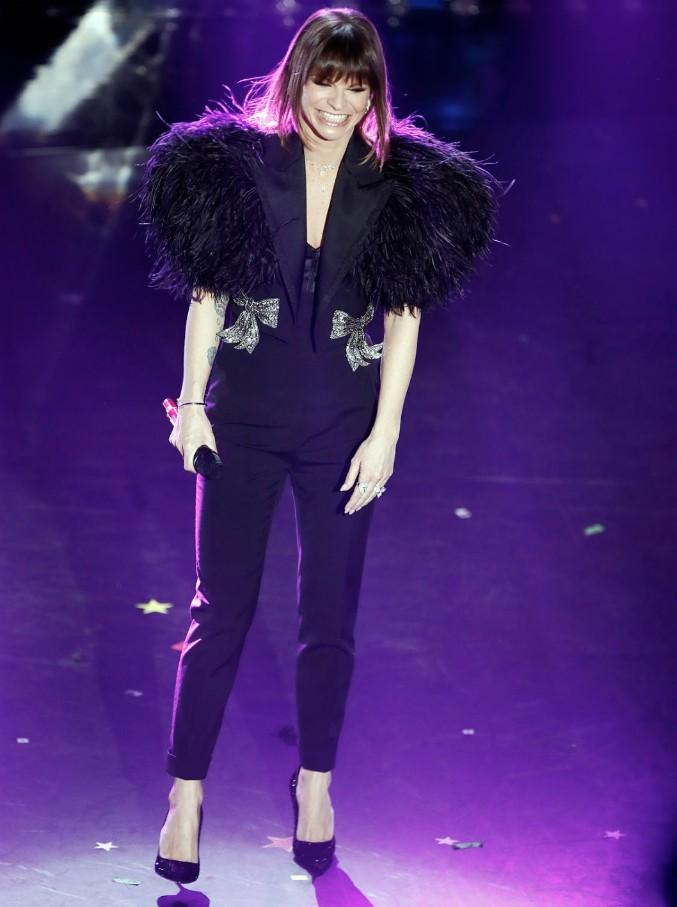 Sanremo 2019, le pagelle ai look della terza serata: Alessanda Amoroso con due ali di piume nere, Serena Rossi sfoggia il miglior abito del Festival (per ora)
