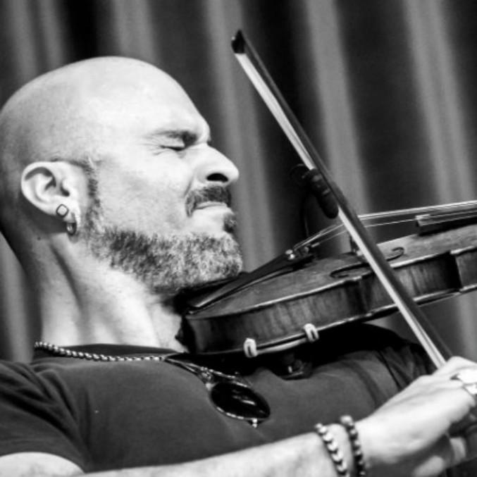 """Sanremo 2019, con Il Volo c'è ancora il violinista Alessandro Quarta: in Italia poco conosciuto, nel mondo lo chiamano """"musical genius"""""""