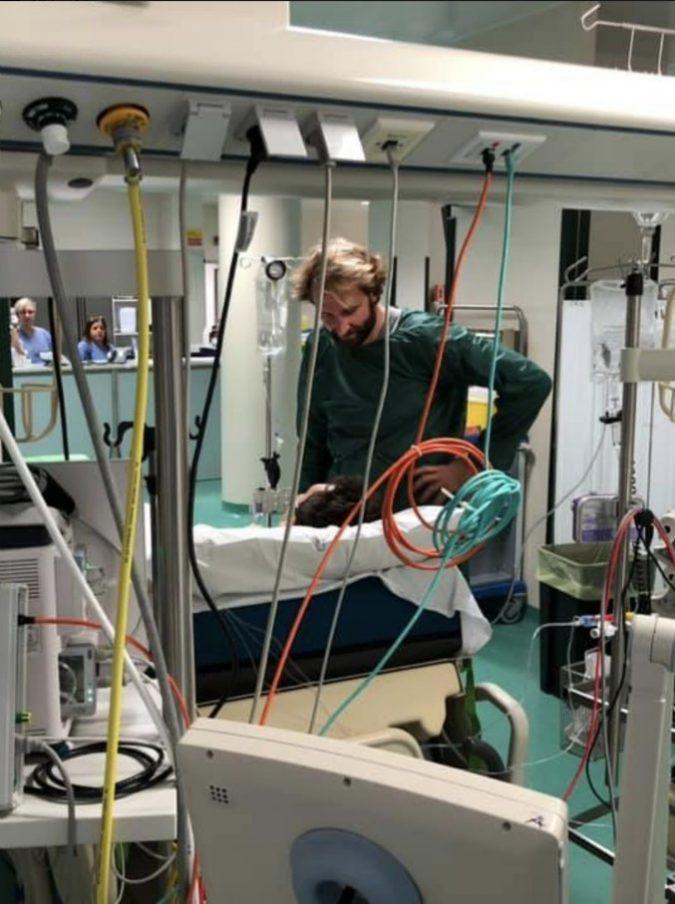 Manuel Bortuzzo, Massimiliano Rosolino va a trovare in ospedale il giovane nuotatore che ha perso l'uso delle gambe