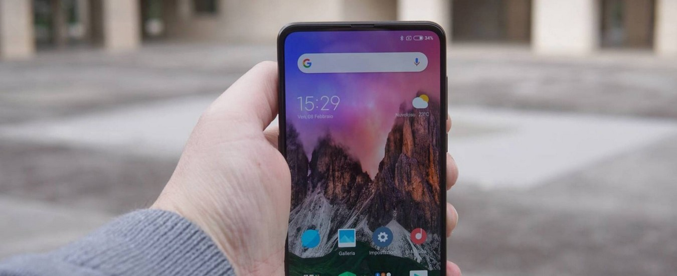 Xiaomi Mi Mix 3 è uno smartphone veloce e con buona autonomia, ma pecca di immediatezza per l'uso del meccanismo a slitta