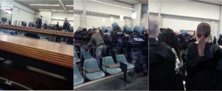 """Torino, gli anarchici protestano nell'aula bunker: """"Giù le mano dall'Asilo"""". Udienza interrotta"""