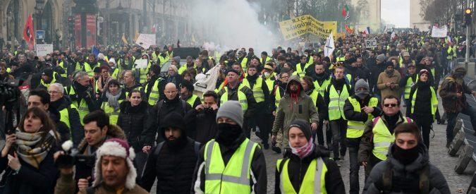 Macron e gilet gialli, in Francia infuria il dibattito. E in Italia?