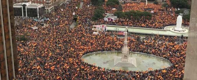 """Spagna, la destra si compatta in piazza contro Sanchez: """"No a dialogo con indipendentisti catalani. Subito elezioni"""""""