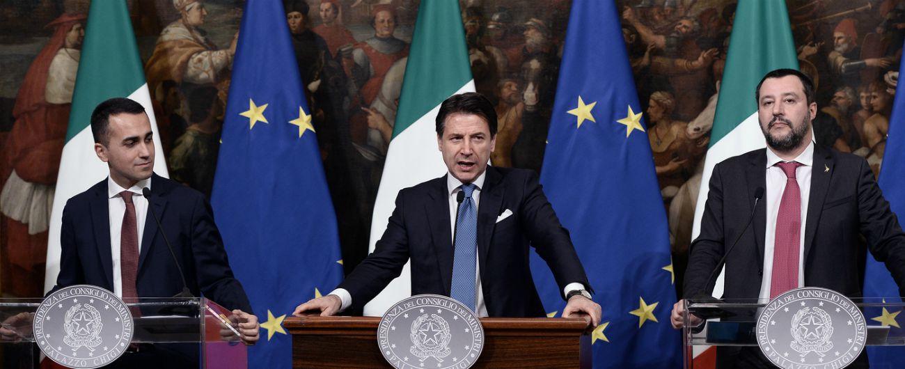 """Def, Giorgetti: """"Flat tax finanziata con aumenti Iva? Si vedrà nella manovra"""". Conte: """"2019 anno bellissimo era battuta"""""""