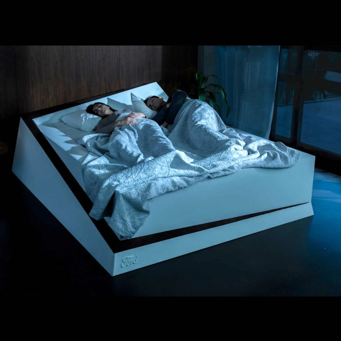 "Problemi di invadenza a letto? Il Ford Bed Keeping Assist ti rimette in ""carreggiata"" – FOTO e VIDEO"