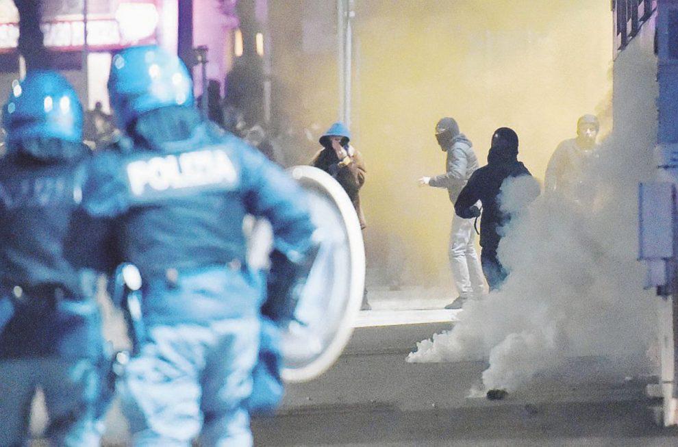 Borgo Aurora – Gli scontri di sabato sera. A fianco, Gian Carlo Caselli, 79 anni – Ansa
