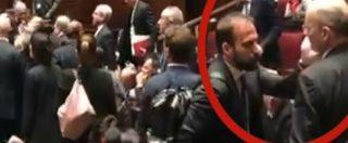 Tensione alla Camera, fogli lanciati contro Fico e Marattin mette la mano in faccia al deputato M5s