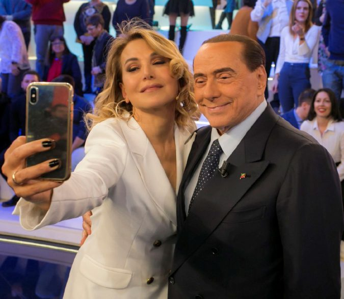 B. fa l'anti-italiano perché non lo votano più