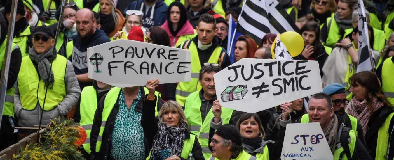 """Gilet gialli, scontri a Parigi e proteste in Francia. Insulti al filosofo Finkielkraut: """"Sporco ebreo, il popolo ti punirà"""""""