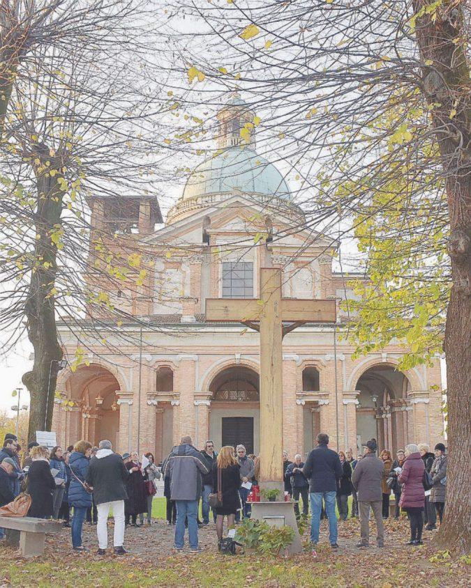 La preghiera per Formigoni porta la guerra nel santuario