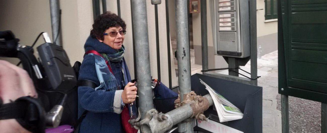 """Milano, adotta senegalese: insulti sotto casa. Madre accusa politica. Salvini: """"No razzismo, rispetto per desiderio legalità"""""""